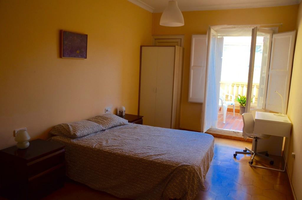 Piso compartido por habitaciones en Barcelona zona Sarri