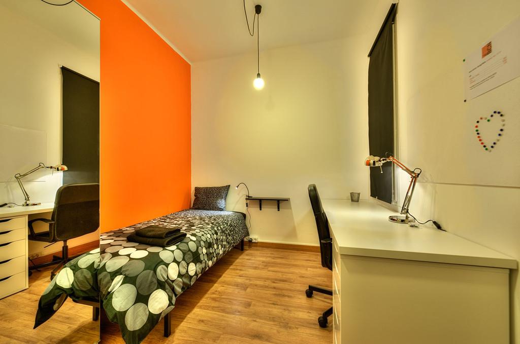 Bonita habitacin en piso universitario para estudiantes
