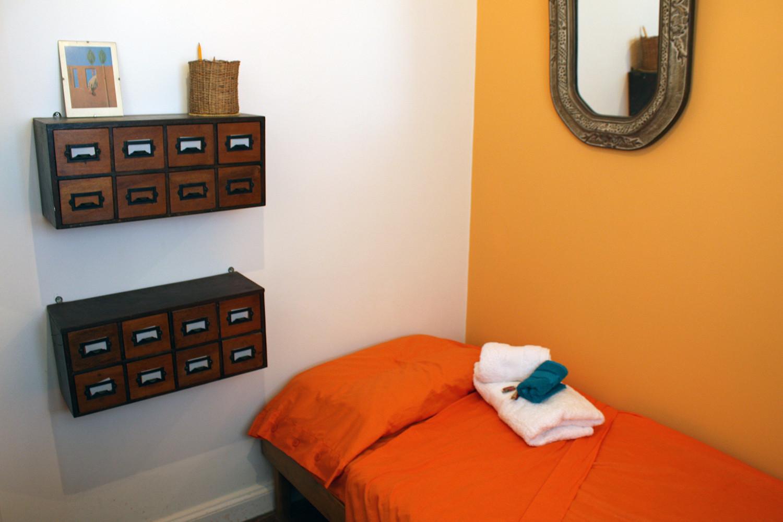 Residential bright private room in best neighbourhood BA