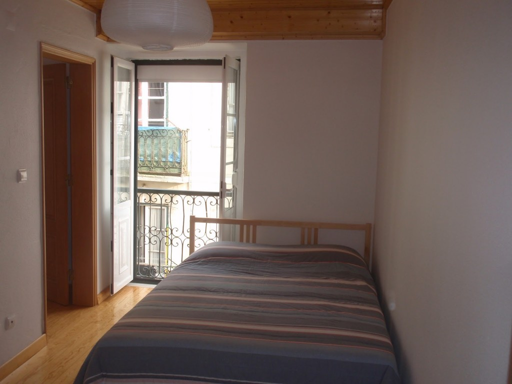 Rooms for rent in BicaChiado Lisbon downtown JulyAug