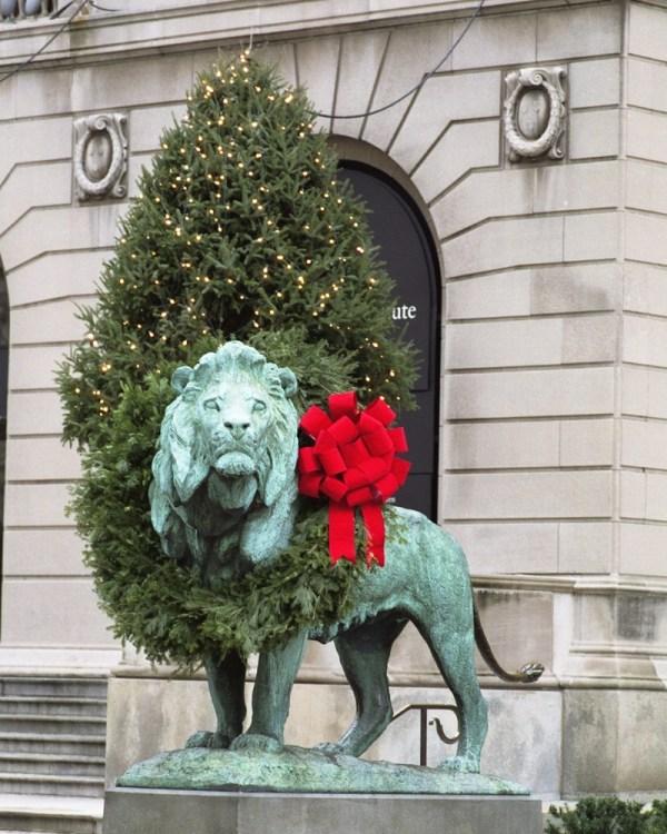 Lion Art Institute - Xmas Wreath Chicago Loop Framed