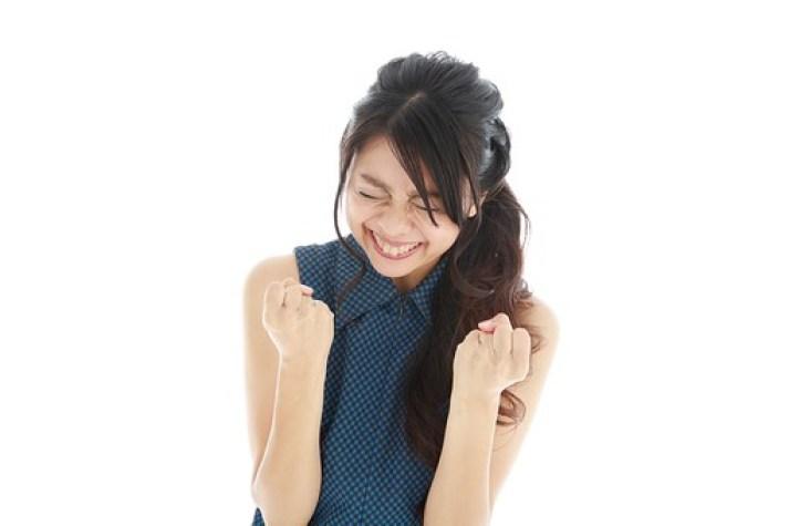 モデル 人物 日本人 日本 女性 女 女子 大人 20代 30代 ロングヘア 手 ハンド 笑顔 スマイル 笑う 微笑む えがお 微笑み わらう 綺麗 きれい 可愛い ガッツポーズ ガッツ 応援 頑張る ファイト 気合い 喜ぶ よろこぶ 嬉しい うれしい 歓喜 歓声 興奮 ハッスル ハイテンション  白バック 白背景 mdjf019