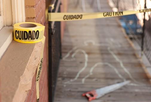 事件 現場 事件現場 犯行現場 殺人 残虐 残忍 凶悪 犯罪 暴力 バイオレンス 殺人事件 ホラー 人型 遺体 現場検証 殺害 警察 無人 床 証拠 凶器 テープ 屋外 家屋 廊下 建物 立入禁止 チョーク サスペンス 残酷