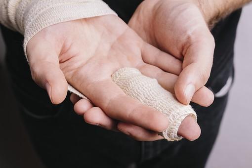 突き指の写真素材|写真素材なら「写真AC」無料(フリー)ダウンロードOK