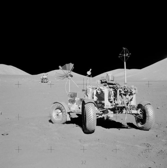 Apollo 17 lunar rover en el lugar de descanso final.  Crédito: NASA