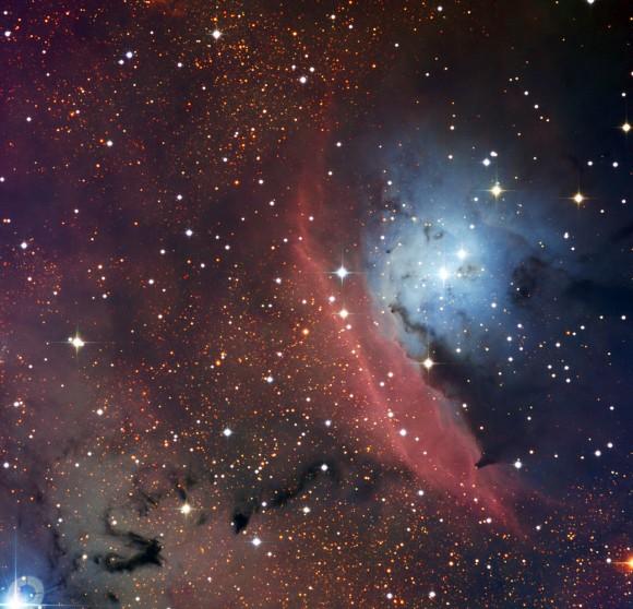 El telescopio de 1,54 metros danesa situada en el Observatorio La Silla de ESO en Chile ha capturado una imagen llamativa de NGC 6559, un objeto que muestra la anarquía que reina cuando las estrellas se forman en el interior de una nube interestelar.  Crédito: ESO