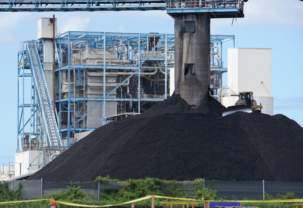 Hawaii AES Powerplant offers electric burnt coal located in Kalaeloa.