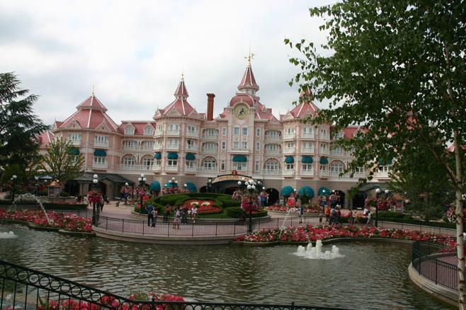 Disneyland Paris joins Disney parks closures amid coronavirus ...