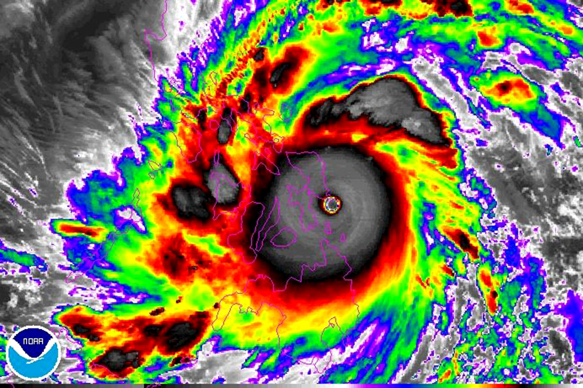 Typhoon Haiyan S Electric Spectacular In The Eye Of The