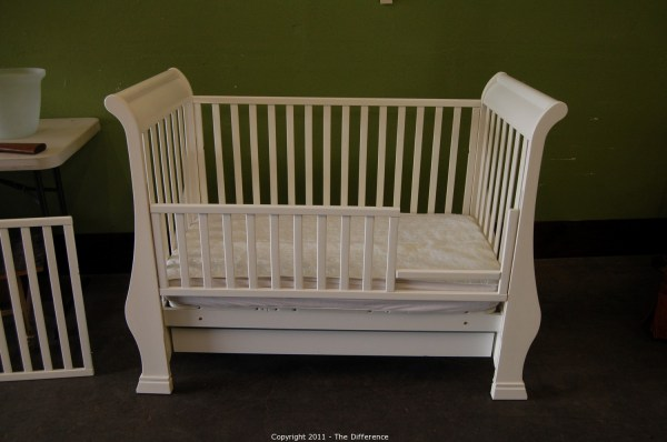 Difference - Auction Dates-gridley & Anderson Estate Item Pali Sleigh Crib Day Bed