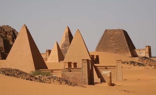 Resultado de imagen de Pirámides de Meroe imágenes
