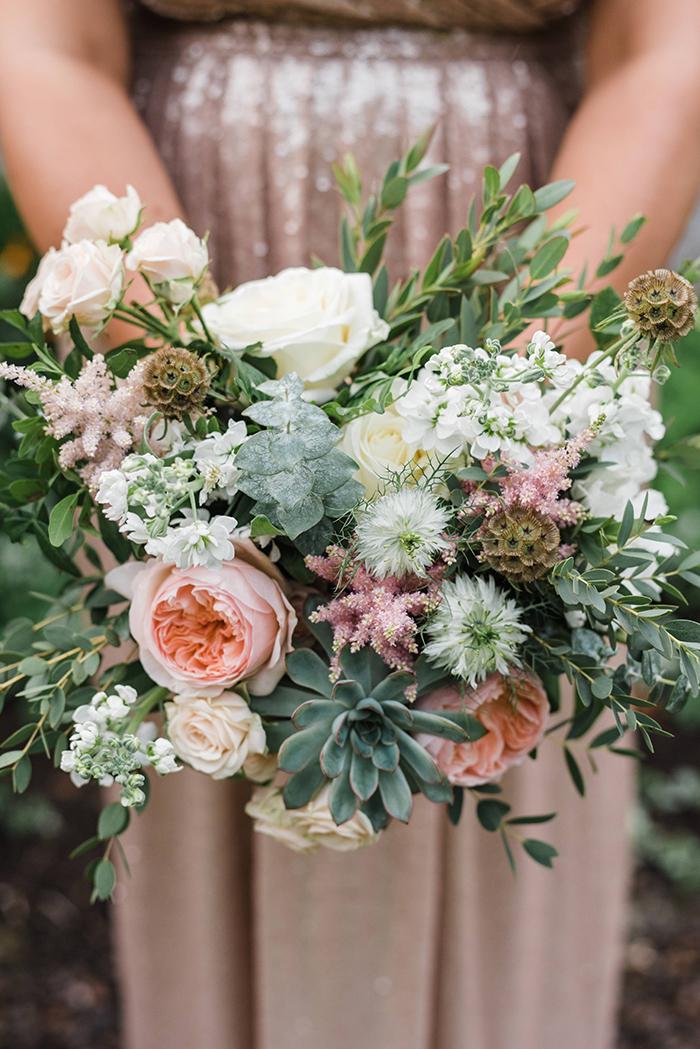 Photos by Zoe rustic PapaKåta tipi wedding - Bridesmaid bouquet