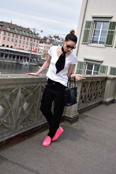 Style details: T-shirt, Pants, Silk scarf - Ann & Line, Sneakers - Burberry, Bag - Michael Kors, Sunglasses - Prada