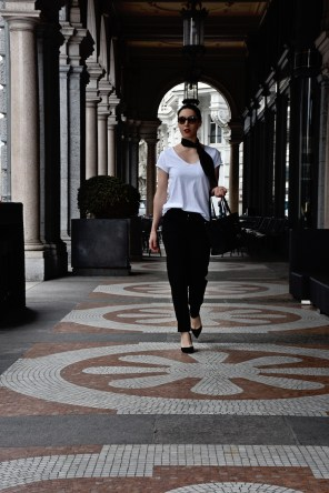 Style details: T-shirt, Pants, Silk scarf - Ann & Line , Pumps - Dune London, Bag - Michael Kors, Sunglasses - Prada