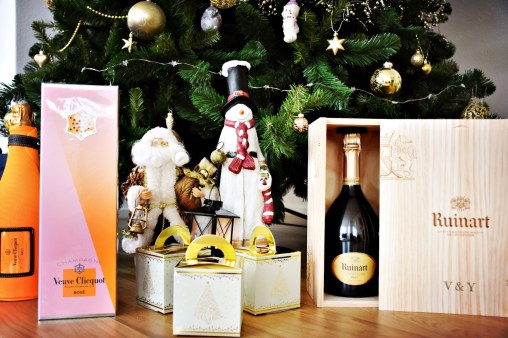 Wines and Champagnes under the Christmas tree
