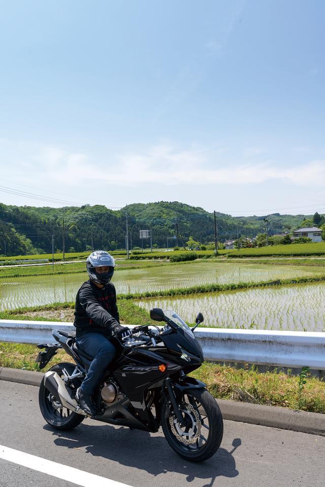 「400㏄で大型車とツーリングに行きたい」そんな人にイイよね【HONDA CBR400R】 (1/2) - webオートバイ