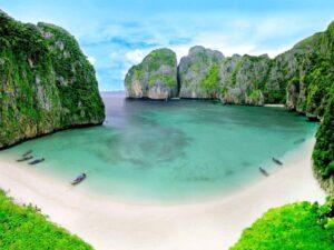 Take a tour to Phi phi island