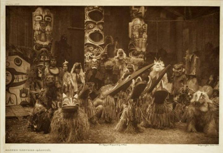 A Hamsamala dance with performers wearing bird masks