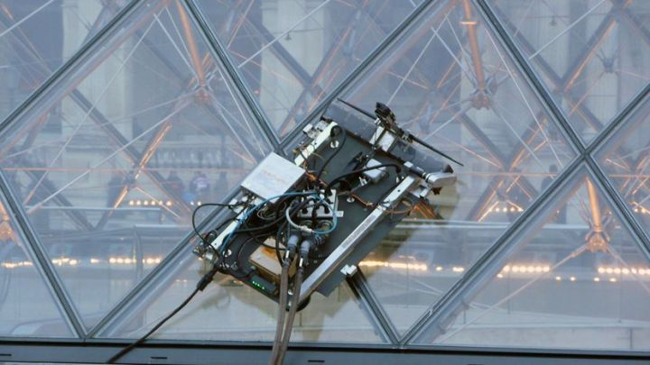 Louvre Cleaning Robot