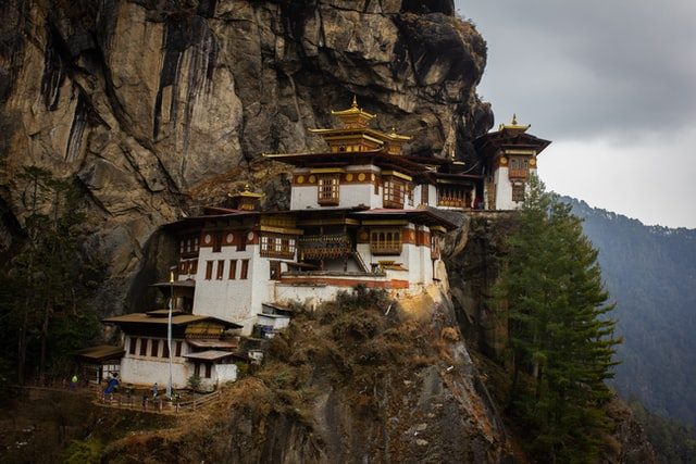 Taktsang monastery directly adjacent to a cliff