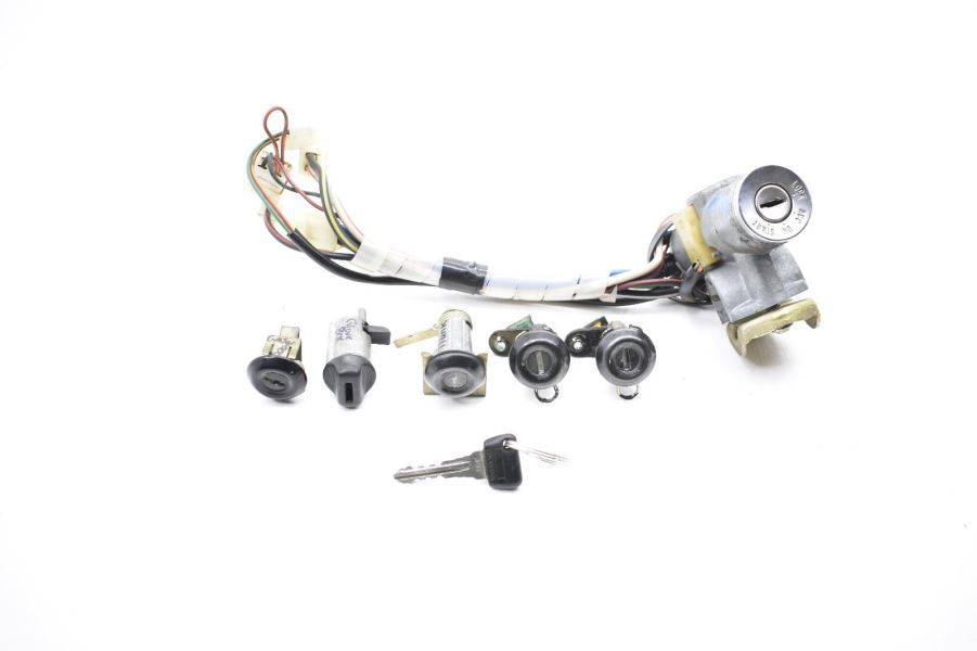 1981-1982 MAZDA RX7 FB 12A IGNITION SWITCH WITH KEY AND