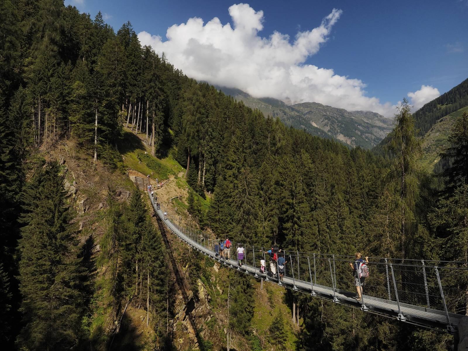 Esperienze in Val di Rabbi  Ponte sospeso alla Cascata Ragaiolo Hotel Rabbi  Alpen Hotel Rabbi
