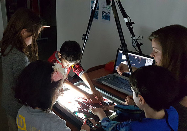 Young animators at work in the Zorobabel workshop