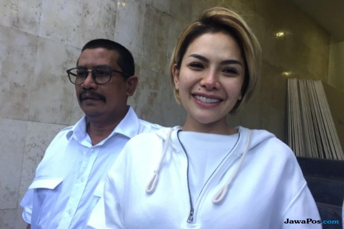 Nikita Mirzani Kerudung
