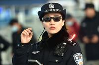 【電子版】中国当局、AIと顔認証で不審者監視 メガネ型端末導入で26人摘発