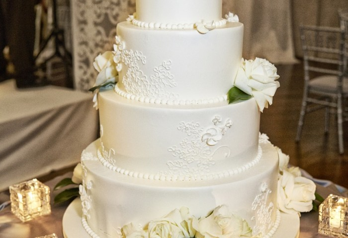 Cakes Desserts Photos All White Wedding Cake Fresh Roses
