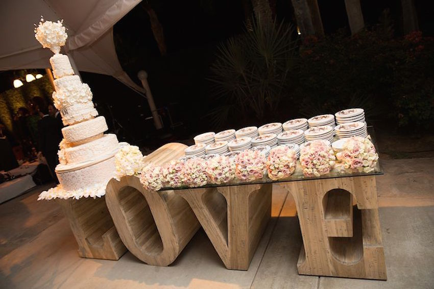 Wedding Cake Displays Natural Wood Cake Stands Inside