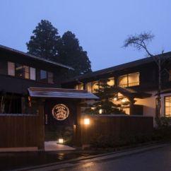 The Living Room With Sky Bar %e3%83%90%e3%82%a4%e3%83%88 Decor Dark Brown Furniture Tsunagu Japan S Top Picks For Japanese Hotels Inns E3 83 A1 82 A4
