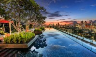 Swimming pools in Singapore: Five-star hotels with the ...