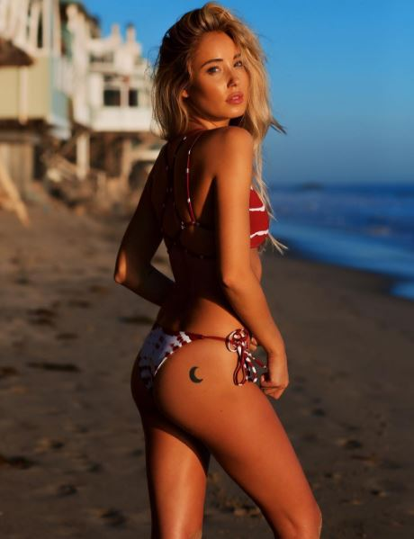hannah%20thot - 7 Bikini Pic Poses That Will Get You A 'U Up?' Text