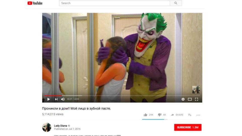 Video sketsa yang menampilkan karakter Joker dalam adegan penculikan dengan seorang anak. Judul video tampak menandakan bahwa video ini berasal dari Rusia.