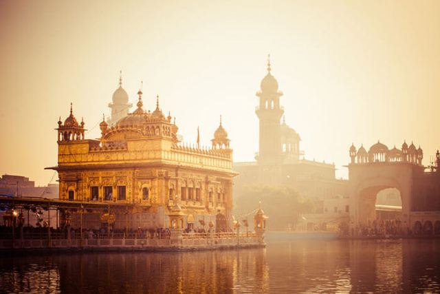 stay at harmindir sahib gurudwara and experience true devotion and peace