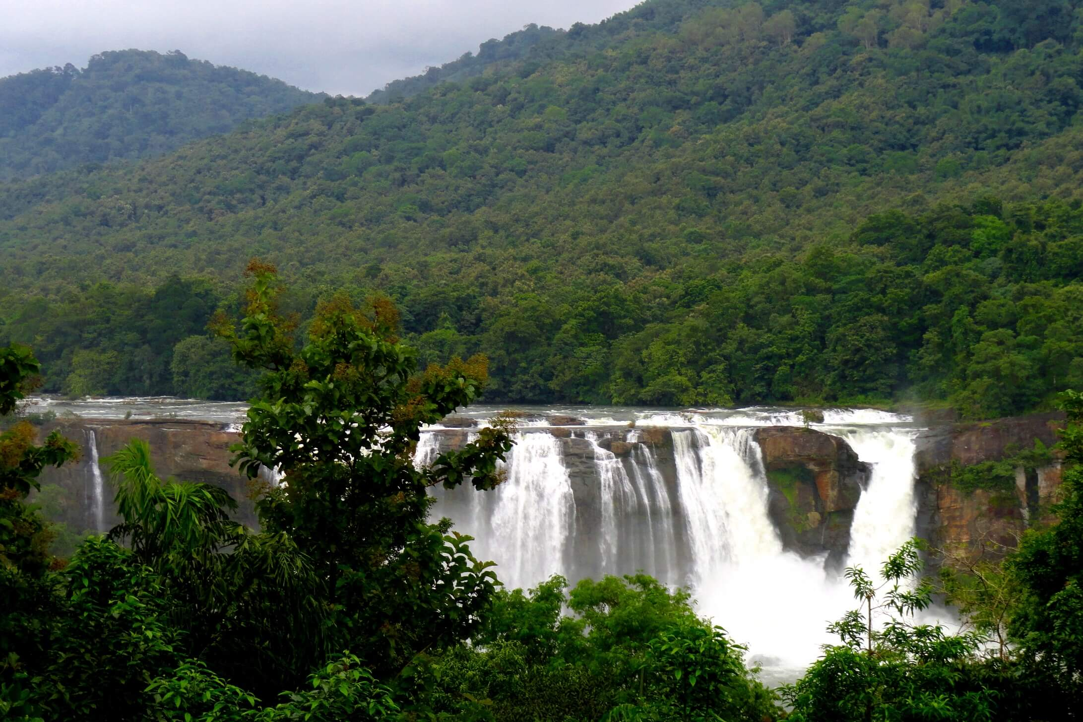 Athirapally Falls Wallpapers 23 Best Places To Visit In Kerala On Your Fun 2019 Vacation