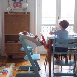z shaped high chair cat hammock under diy tripp trapp natural ellie regarde son frere peindre et anatole fredonne un air a sa sœur samedi matin