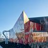 Escola de Design de Arquitetos focada na sustentabilidade e promoção da comunidade painéis de acm