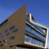Impressionante Alucobond Clad Bank Em Viena vira as cabeças com fachada de ouro incomum painéis de acm