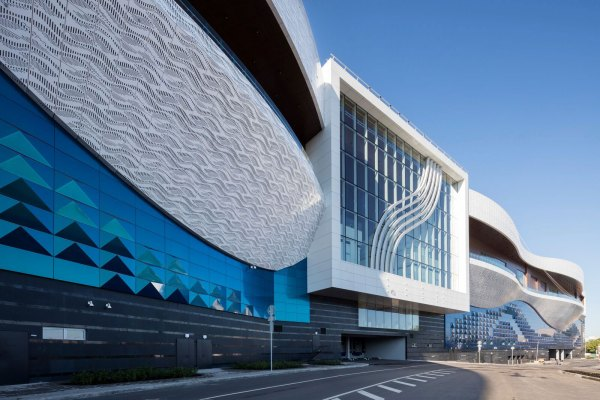 Colossal Mall In Russia Invites Shoppers With Three-dimensional Alucobond Spectra Facade