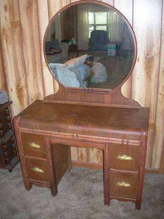 I Have A Vintage Vanity With Mirror I Believe Is Art Deco