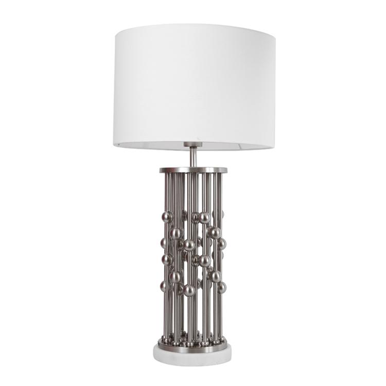 lampe pied en metal boules sur colonnes gris et blanc h65cm