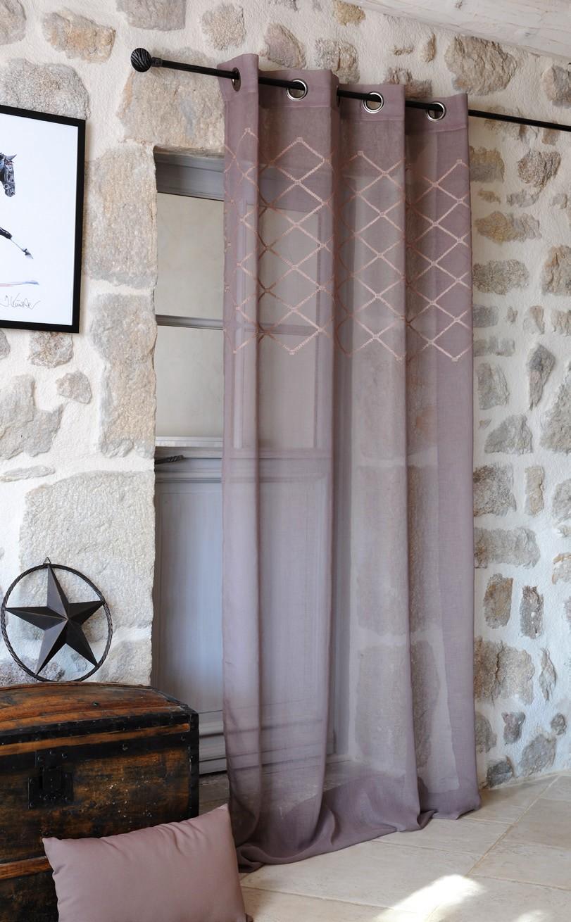 rideau voilage couleur taupe avec losanges brodes 135x260cm a oeillets kari