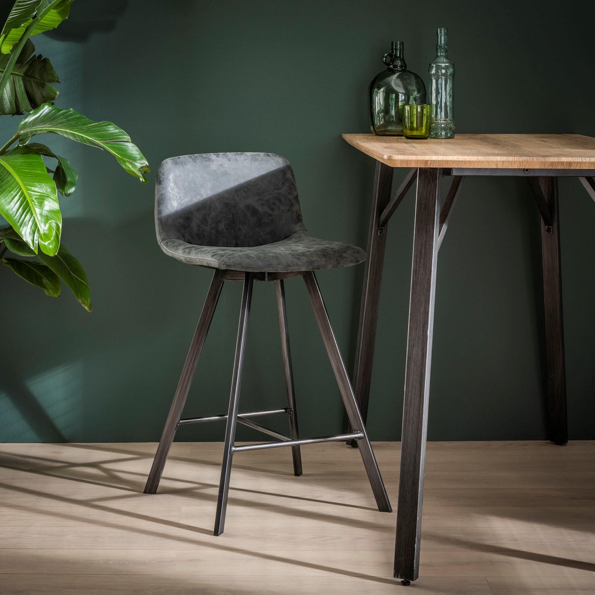 tabouret de bar noir patine metal java tabourets de bar chaises de bar pier import