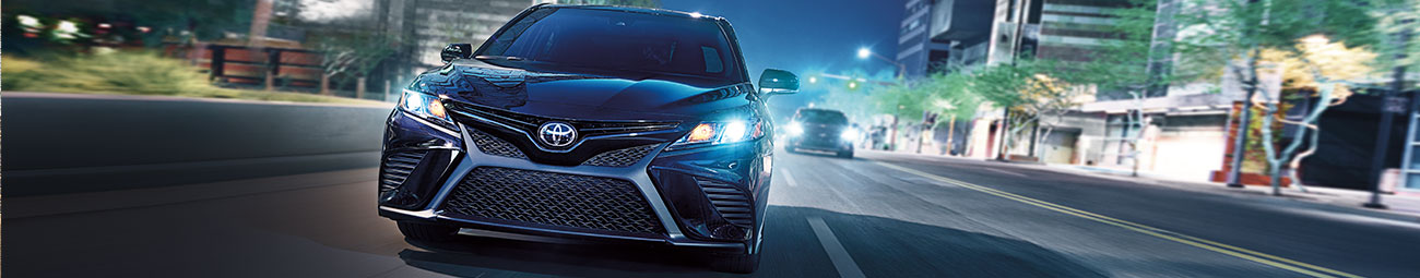 2019 Toyota Camry SE in midnight black metallic front view