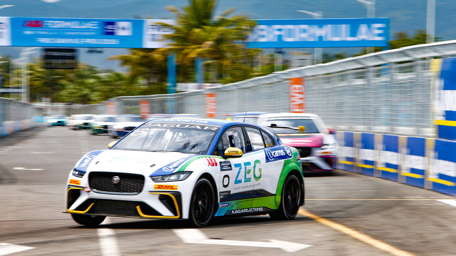Cacá Bueno claims his first win in the I-PACE eTROPHY race in China