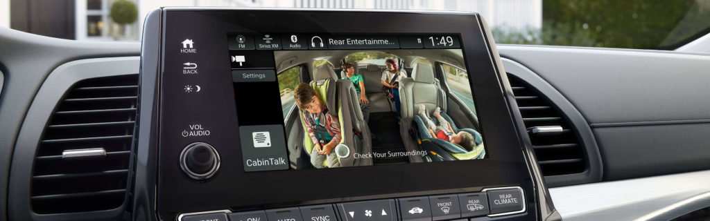 CabinWatch feature in Honda Odyssey, the driver interface with a picture of the children in the second and third rows