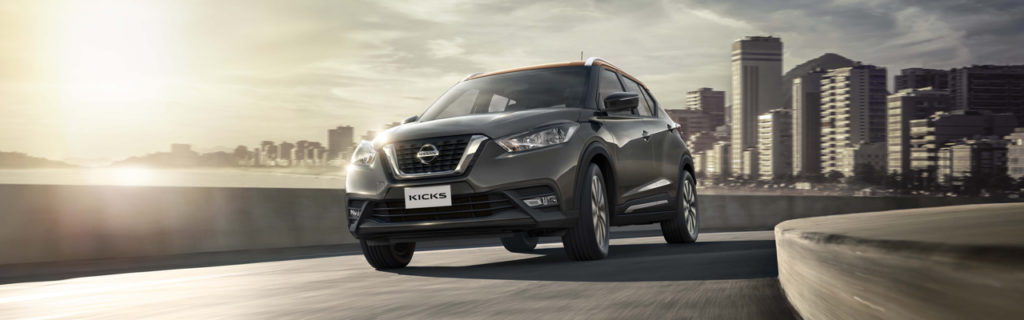 2019 nissan kicks in gray, from front 3/4 angle