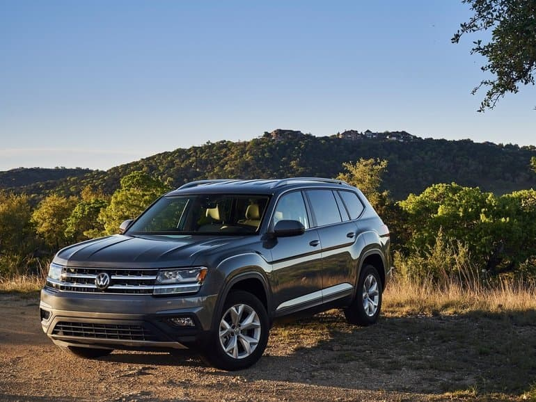 Front 3/4 exterior view of the 2018 Volkswagen Tiguan parked on the top of a hill